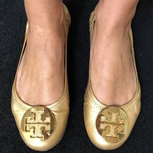 Tory Burch Reva Gold Leather Gold Emblem Flats 7.5